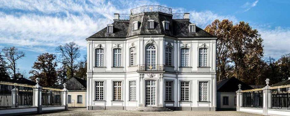 Schloss Falkenlust Ansicht (c) Haus am See B&B